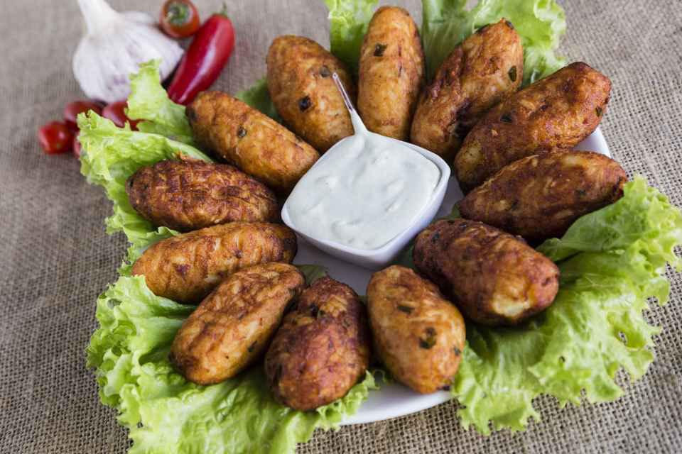 Tradição de família, bolinho de arroz inspira Bar do Magrão para o Comida di Buteco