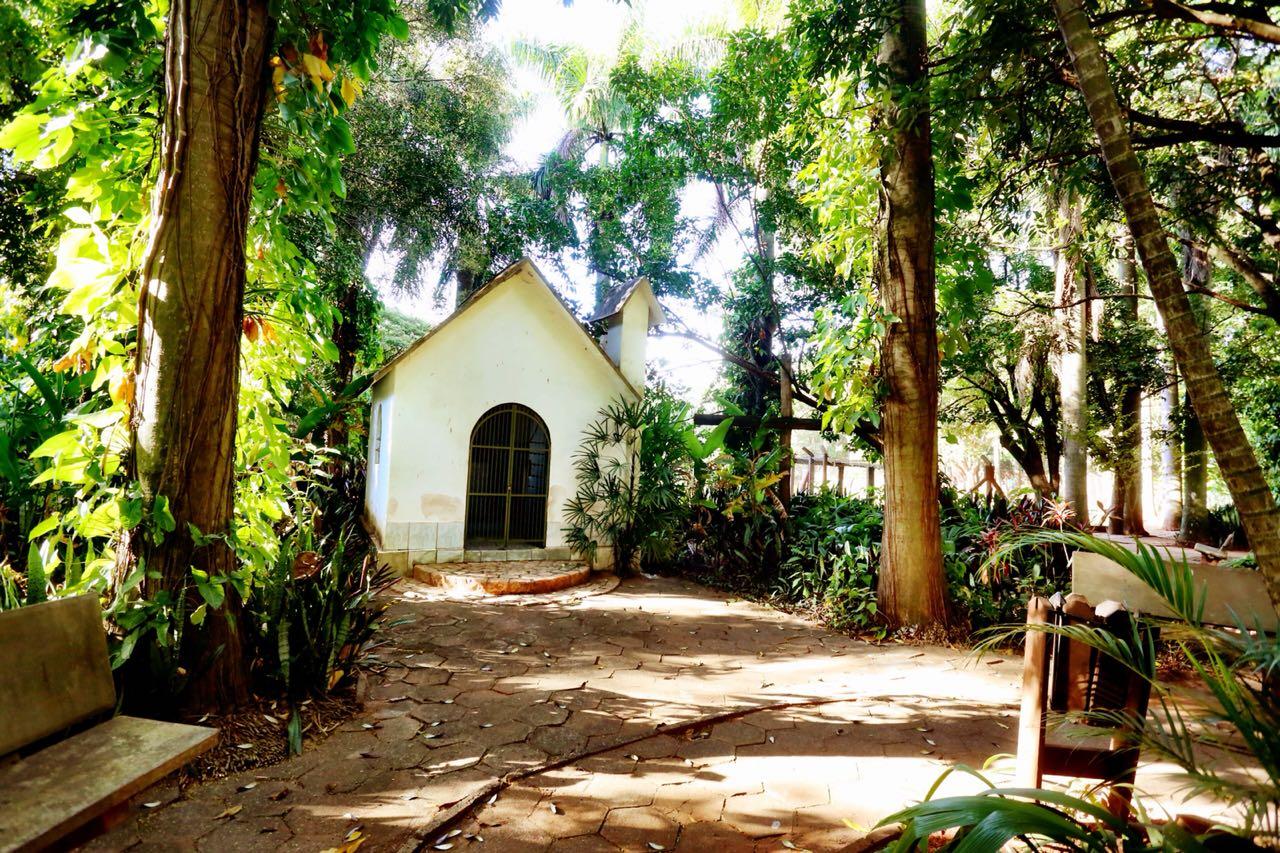 """""""Uma capela no caminho"""" é a exposição assinada por Guilherme Baffi"""