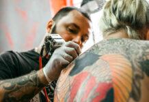 Rio Preto sedia exposição de arte com foco em tatuagem
