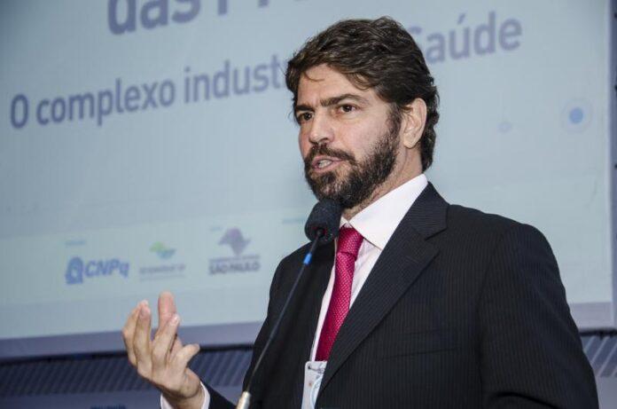 economista e doutor em ciência política Ricardo Sennes