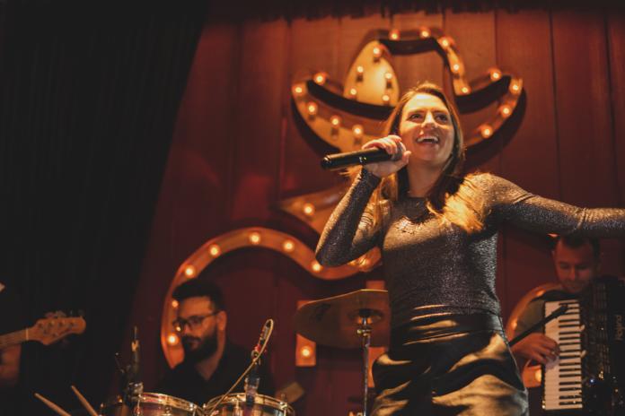 Mila Menin grava em Rio Preto seu primeiro DVD