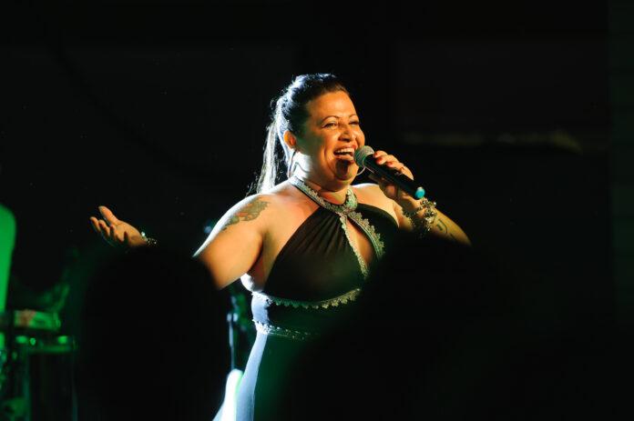 Elly Guimarães apresenta